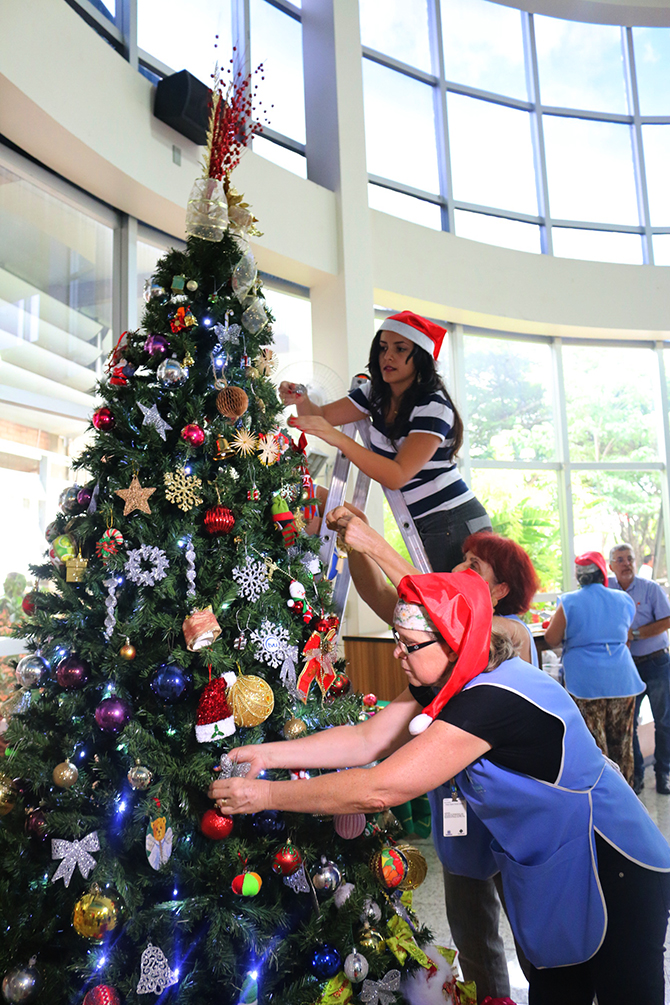 montagem arvore de natal hospital do cancer uberlandia 17